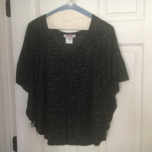 Size Large black/grey Bongo lightweight top